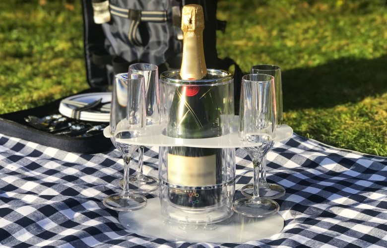 Grip-O with 2+2 Champagne Flute/Wine glass Party Tray and Perfect Picnic Tray on mat